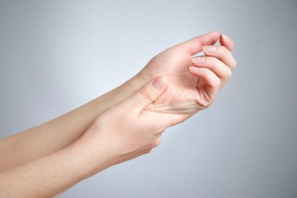 手足のしびれ|名古屋市北区のむち打ち症治療